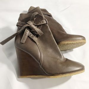Authentic Chloe brown leather ankle tie boots